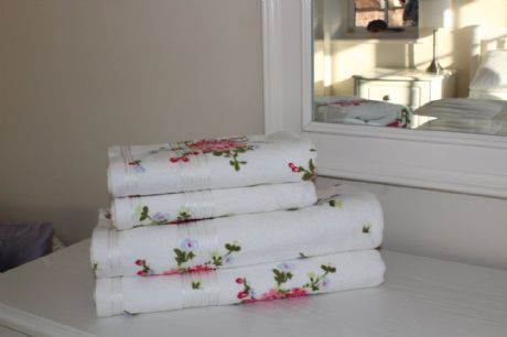 White/Pink Rose Floral Printed 100% Cotton Towel 400 Gsm